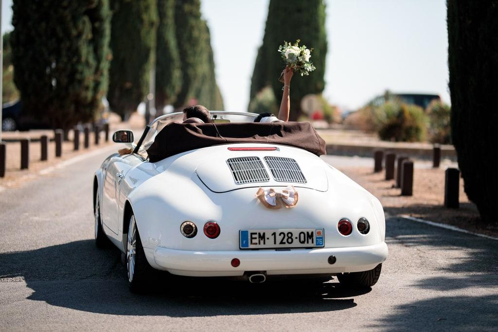 départ des mariés en voiture