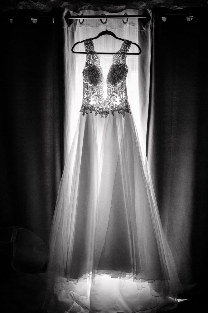 robe de la mariée suspendue