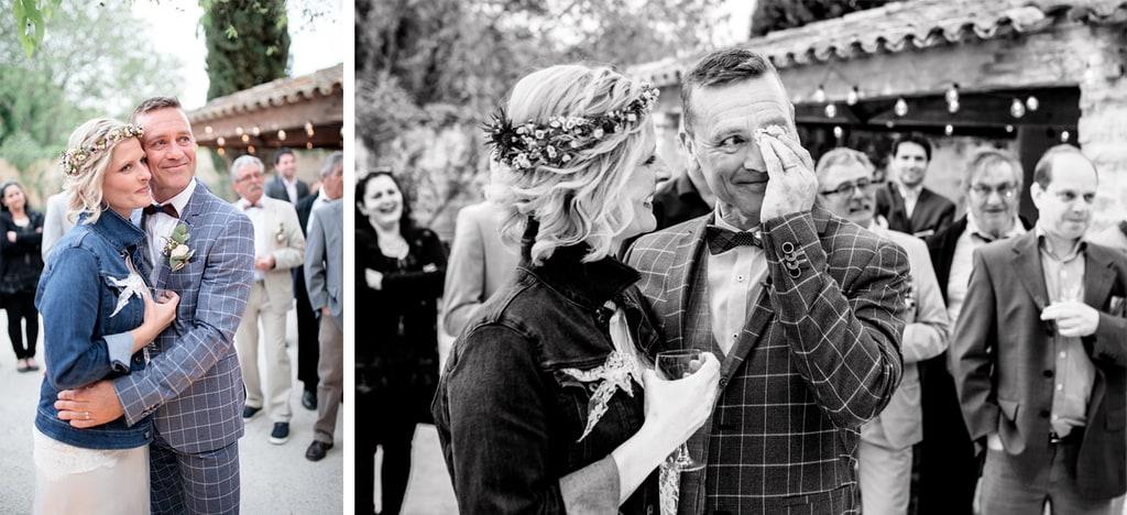 marié qui essuie une larme