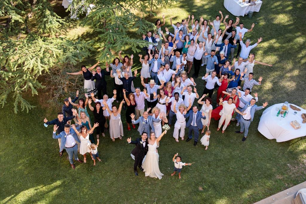 photo de groupe de tous les invités