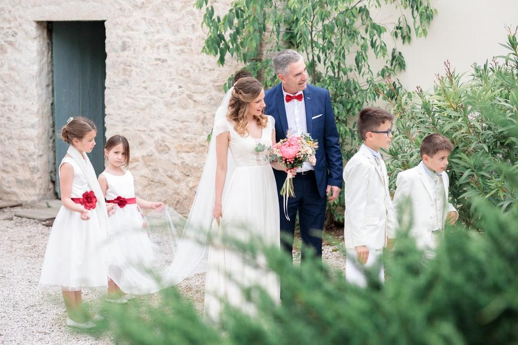 la mariée se cache